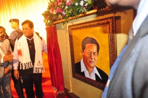 Honourable Chief Minister of Assam, Shri Sarbananda Sonowal, Sir, after unveiling the portrait by Tulirekha Deb
